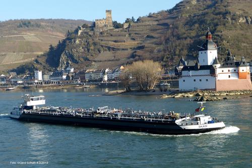 Het motortankschip SCADI, opvarend aan de Kauber Pfalz in maart 3013.