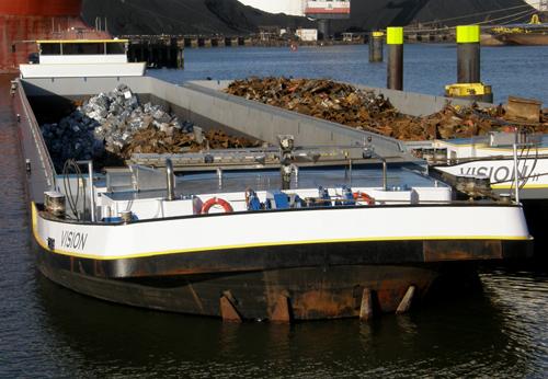 Het motorvrachtschip VISION (thans ...), in 2010 op het Wachtsteiger in de Botlek.