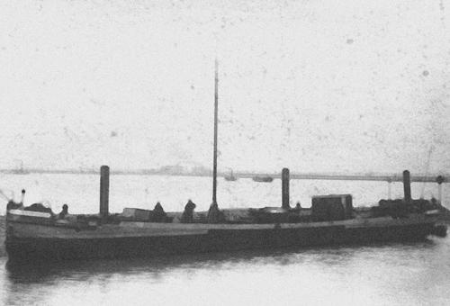 Het sleeptankschip BRABANDIA, waarschijnlijk ergens in de buurt van Terneuzen gefotografeerd.