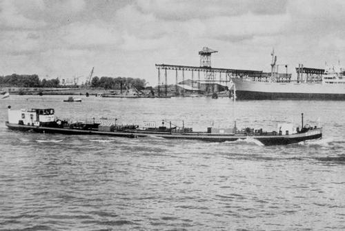 Het is 6 juni 1953, de SAMBRIA heeft net vliegtuigbenzine geladen bij Shell Pernis. De bestemming is Leuven.