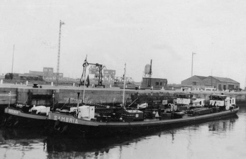 Gedurende enkele jaren voeren de SAMBRIA en de BELGIA met vliegtuigbenzine naar Leuven. Vandaar werd de vliegtuigbrandstof via de pijpleiding naar het vliegveld van Brussel verpompt. Hier liggen beide schepen samen in de Kruisschanssluis in Antwerpen.