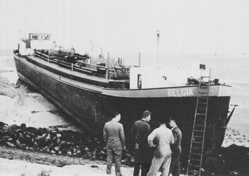 Op 18 september 1958 zocht de BELGIA, in zeer dichte mist, haar weg op de Westerschelde. De bestemming was Terneuzen, wat nog zonder radar gevonden moest worden. Uiterst voorzichtig haar weg zoekend kon niet voorkomen worden dat het schip strandde in de beruchte 'Put van Terneuzen'. Nadat de mist was opgetrokken en het water gevallen was bleek de BELGIA steil omhoog te zitten op de oevers van Westerschelde.