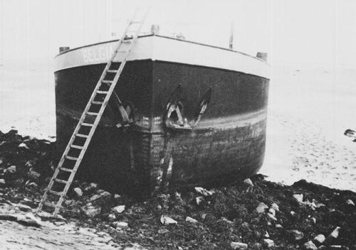 Nadat de BELGIA bij hoog water was losgetrokken, werd koers gezet naar een plaatselijke werf. Pas hier bleek dat het schip zware schade had opgelopen aan het vlak en enige weken was uitgeschakeld.