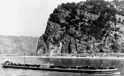 Het sleeptankschip BOHEMIA, opvarend aan de Loreley. Foto> F. Budenheim - collectie Arie Lentjes.
