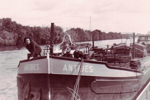 Deze foto dateert uit 1966, wat doet vermoeden dat de ANTIBES tot in de jaren zeventig voor Soflumar in de vaart is geweest.