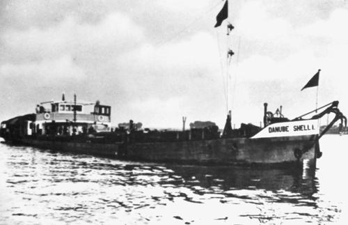 De motorsleepboot annex tankschip DANUBE SHELL I, het zusterschip van de DANUBE SHELL II / INTRITAS II. Archief: Arie Lentjes.