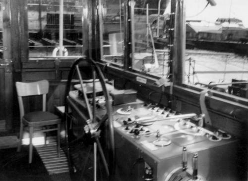 Een kijkje in de stuurhut van de ALSACIA, kort nadat het schip in de vaart kwam. Foto: N. van der Meer - met dank.