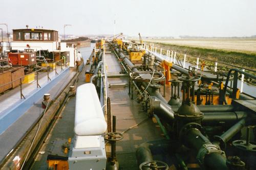 De ALSACIA in de voormalige Insteekhaven van Moerdijk.