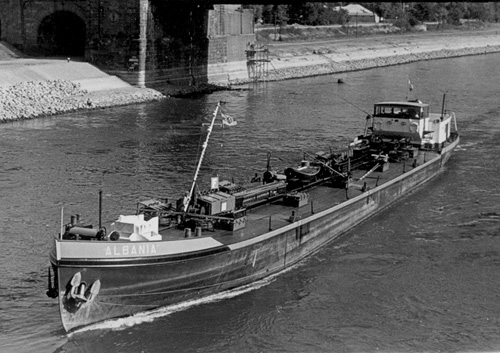 Het motortankschip ALBANIA,