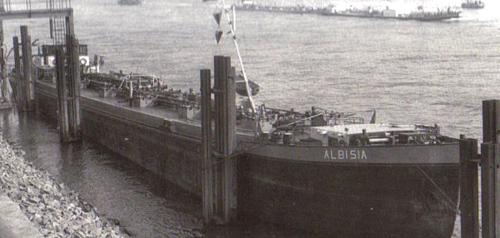 De ALBISIA heeft net gelost in Wesseling en ligt klaar voor vertrek.
