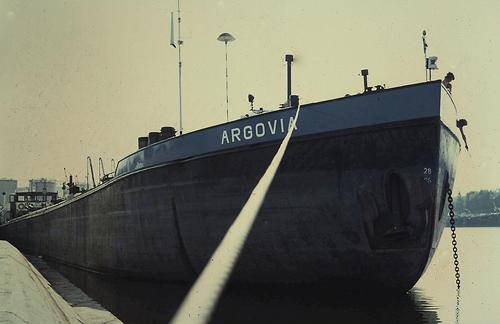 Het motortankschip ARGOVIA, in de haven van Straatsburg. Foto: Silis Noordloos - met dank.