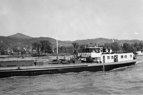 Niet de allerbeste foto van het motortankschip ARMENIA, maar omdat deze foto gemaakt is tijdens haar eerste reis, wordt hij hier toch maar geplaatst. Foto: Archief Arie Lentjes.