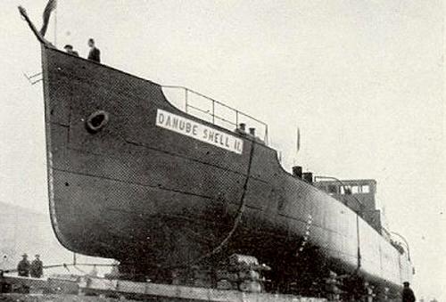 Waarschijnlijk een van de meest zeldzame fotos op de site. We zien hier de stapelloop van de motorsleepboot DANUBE SHELL II, bij Ganz & Co in Boedapest in 1933. Foto: Archief Arie Lentjes