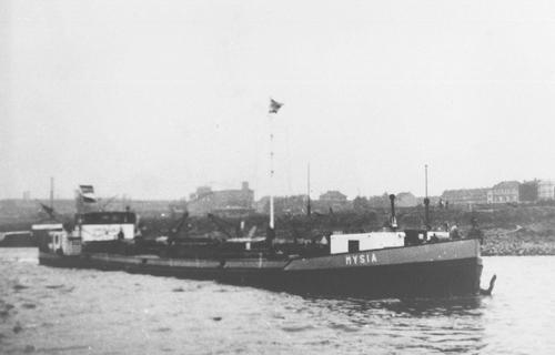 Het motortankschip MYSIA, opvarend op de Bovenrijn.