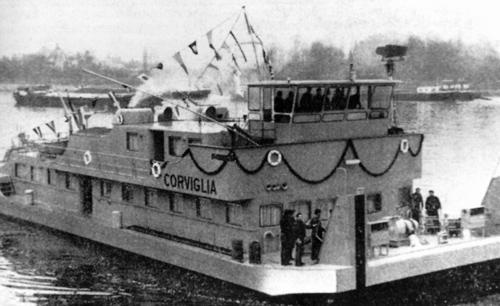 De duwboot STOOS tijdens de feestelijke overdracht in 1962.