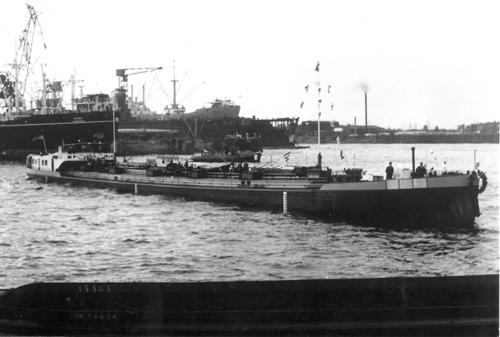 De technische proefvaart van het motortank RAURICIA op de Elbe op 15-09-1959. Foto: H. Wijenberg - met dank.