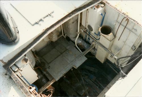 Een blik in de machinekamerschacht van de voormalige SARINIA. De hoofdmotoren zijn reeds verdwenen.