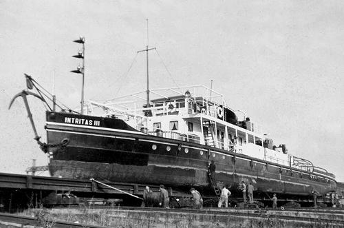 Voor groot onderhoud op de helling van scheepswerf Scar Forges in Straatsburg. Zelf hiervoor kwam de boot niet naar Rotterdam.