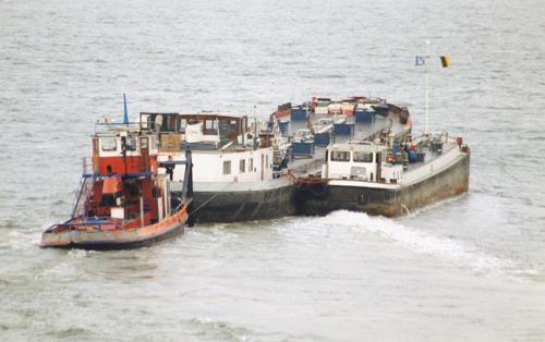 Het motortankschip NOORDZEE (ex. MOSELIA) onderweg naar de sloop, gefotografeerd in Terneuzen op 18-07-1997. Foto: Ab de Jongh - met dank.