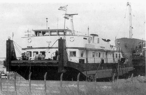 De duwboot DUWVOGEL op de helling. Geen onbekende plek voor deze duwboot. Foto: Archief Arie Lentjes.