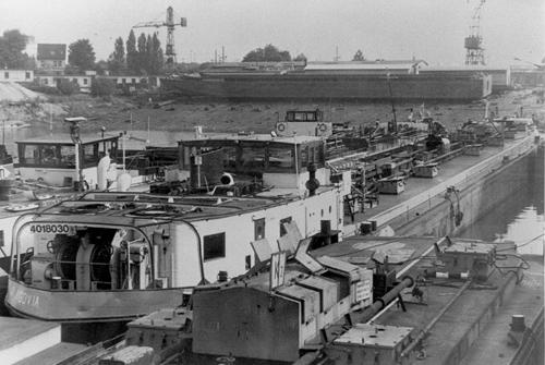 En zo eindigde het leven van de ARGOVIA. Afgemeerd als sloopgoed bij de Tritonwerft in Duisburg. Foto: Archief Arie Lentjes.