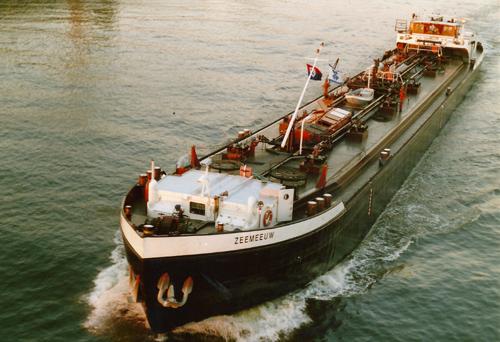 Het motortankschip ZEEMEEUW werd lange tijd bevracht door Zwaans. Foto: Archief Arie Lentjes.
