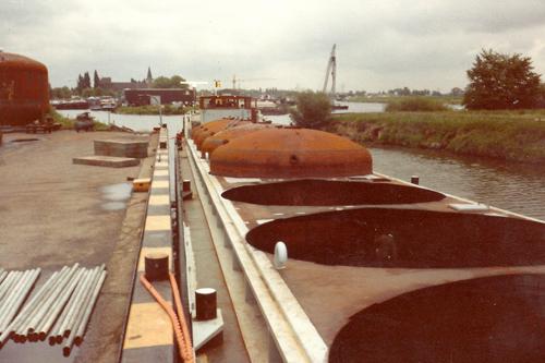 De eerste vier tanks zijn geplaatst.