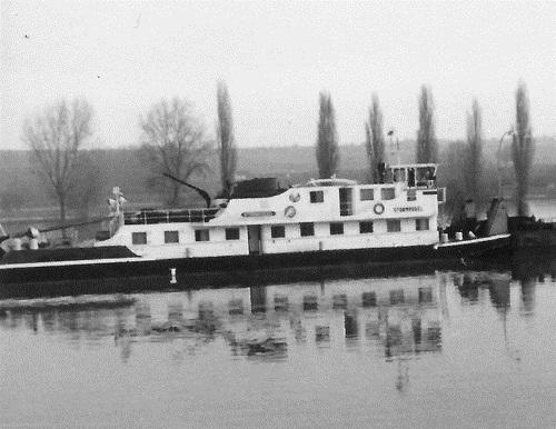 De STORMVOGEL, opvarend op de Bovenrijn. Foto: A.M. van Zanten - met dank.