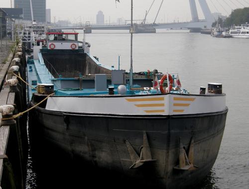 Het beunschip DEMAT in de Koningshaven (Rotterdam) op 19-09-2009.