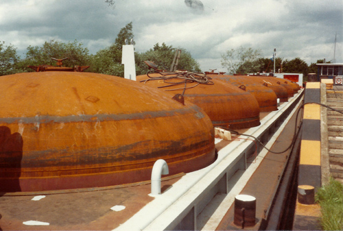 De cementtanks zijn inmiddels aan boord geplaatst. Wat rest is het leiding- en schilderwerk.
