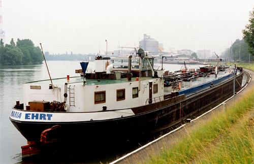 Het motortankschip MARIA EHRT (ex AMISIA, ex EDERSEE), waarschijnlijk na lossing bij de BRAG in Birsfelden. Foto: Archief Arie Lentjes.