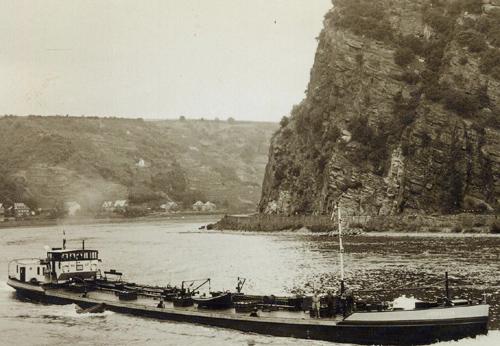 Het motortankschip ANDALUSIA, opvarend aan de Loreley. Foto: Archief Arie Lentjes.