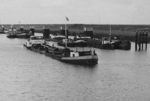 Het motortankschip APULIA,