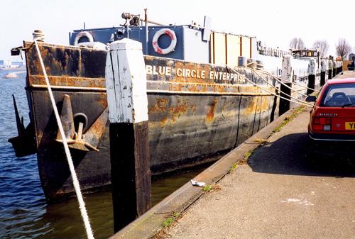 Gebrek aan onderhoud en het varen op brak water hebben het casco van de voormalige AETOLIA geen goed gedaan.