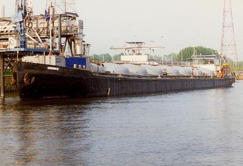 De voormalige MYSIA en BLUE CIRCLE VENTURE is inmiddels omgedoopt in DURANCE van M. Ooms in Hulst. Het is duidelijk dat er nog veel werk te verzetten valt om het schip weer toonbaar te maken.