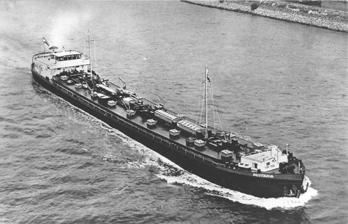Het motortankschip AQUITANIA tijdens haar 'maiden voyage', op .. april 1957.