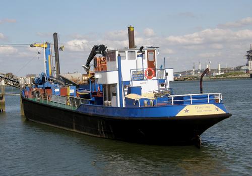 Het beunschip ALMERI, de vaste partner van de BARON M.