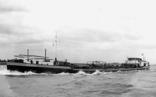 Het motortankschip ARABIA, opvarend op de Waal. Foto: Tom Kroeze - met dank.