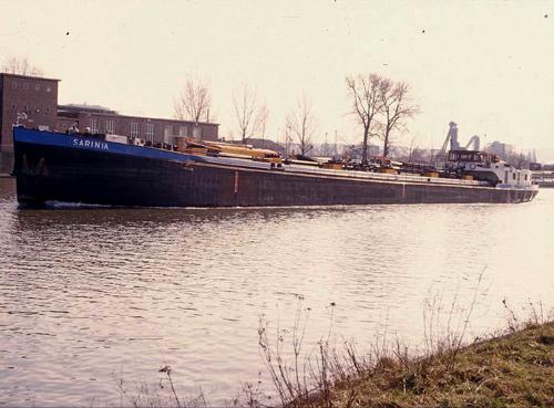 Het motortankschip SARINIA, op een onbekende locatie.