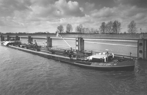 Het motortankschip SPIJKERPLAAT,