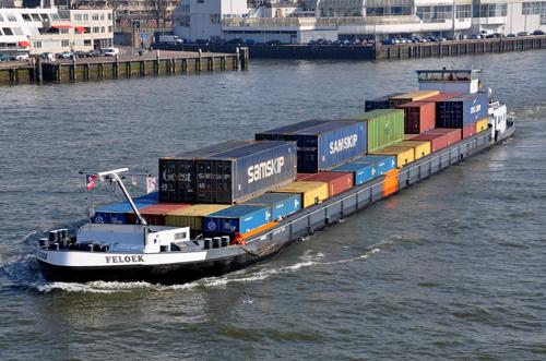 Het motorvrachtschip FELOEK, afvarend te Rotterdam - Foto: Leo Schuitemaker - met dank.