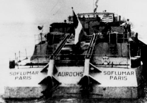 Helaas zijn er van de AUROCHS (de latere STORMVOGEL) in haar tijd op de Seine weinig bruikbare foto's. Om toch in ieder geval een foto te kunnen plaatsen zullen we het met deze foto moeten doen. De redactie had zich aanbevolen voor beter materiaal.