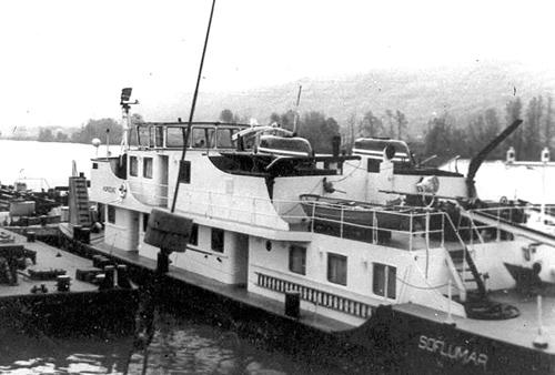 De voormalige STOOS is na een periode van enkele jaren als AUROCHS op de Seine, teruggekeerd op de Rijn. Deze foto werd gemaakt op de Boven-Rijn. Foto Archief Arie Lentjes.