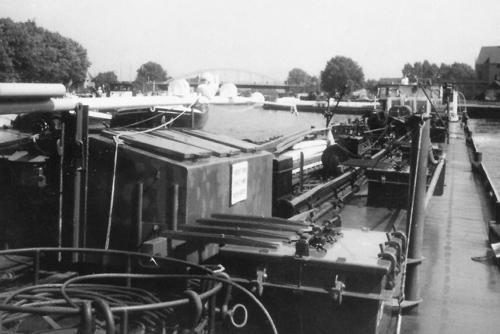 Het motortankschip ANDALUSIA, varend op het Rhein-Hernekanal, ter hoogte van Essen-Delwig.