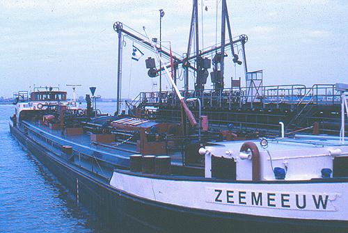 De ZEEMEEUW op Steiger 2 bij de BP in de Botlek (Derde Petroleumhaven.