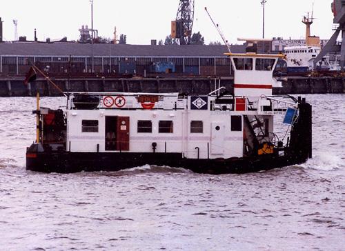 De duwboot TOLO in de haven van Rotterdam. Foto: Leo Schuitemaker - met dank.