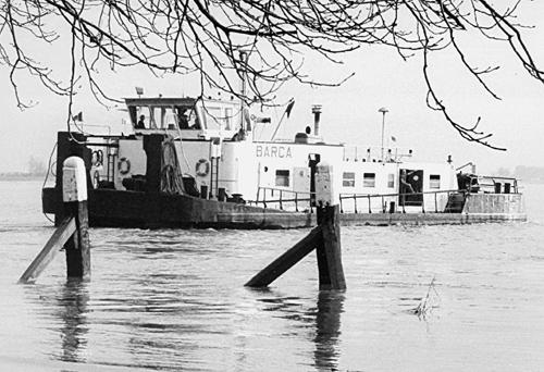 De duwboot BARCA (ex STORMVOGEL) uitgevaren vanwege het hoge water. Foto: Teun de Wit - met dank.