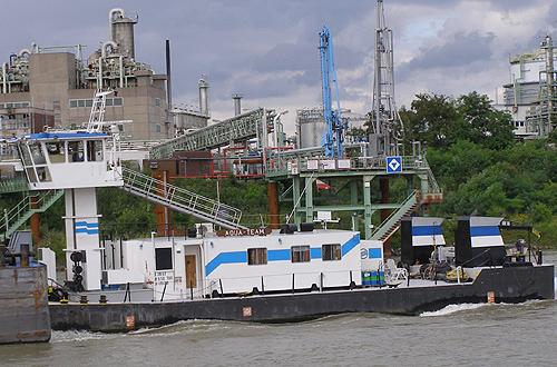De voormalige KRAANVOGEL als AQUA TEAM, de naam waaronder deze duwboot ook lange tijd op Rijn voer, nu actief op de Donau. Foto: Archief A. Lentjes - met dank.