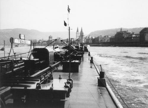 Het motortankschip ANDALUSIA, loop over van Filsen naar Boppard.