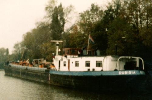 Het motortankschip DUNISIA (ex. SEDUNIA) op het Rhein-Hernekanaal, na een partij zware stookolie gelost te hebben bij de Teerverwaltung. Foto: J. den Ouden - met dank.